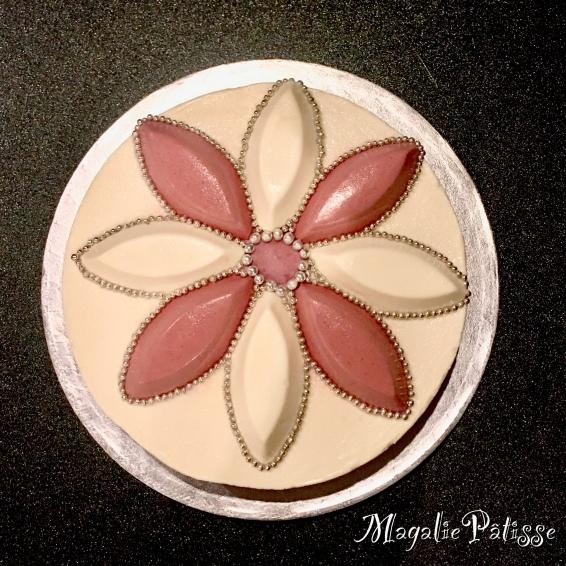 Entremets framboise chocolat blanc sur croustillant chocolat blanc