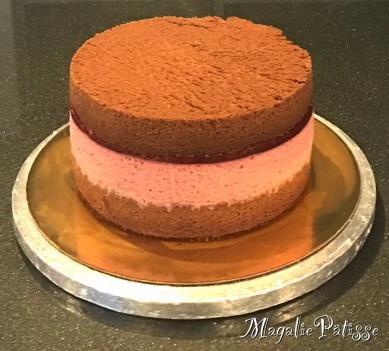 Fluffy Cake chocolat, mousse de framboise et ganache montée chocolat noir en recouvrement (roses)