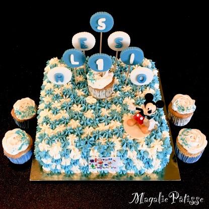 Fluffy Cake vanille fourée aux framboise, mousse de framboise, gelée de framboise et chantilly mascarpone vanille en recouvrement. Cupcake sans protéine de lait : fluffy cake au lait de coco et chantilly à base de crème de coco