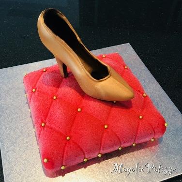Entremets framboise sur biscuit spéculos, chaussure en chocolat