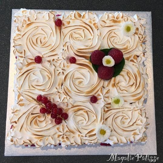 Nuage Framboise: biscuit moelleux, mousse framboise et meringue italienne